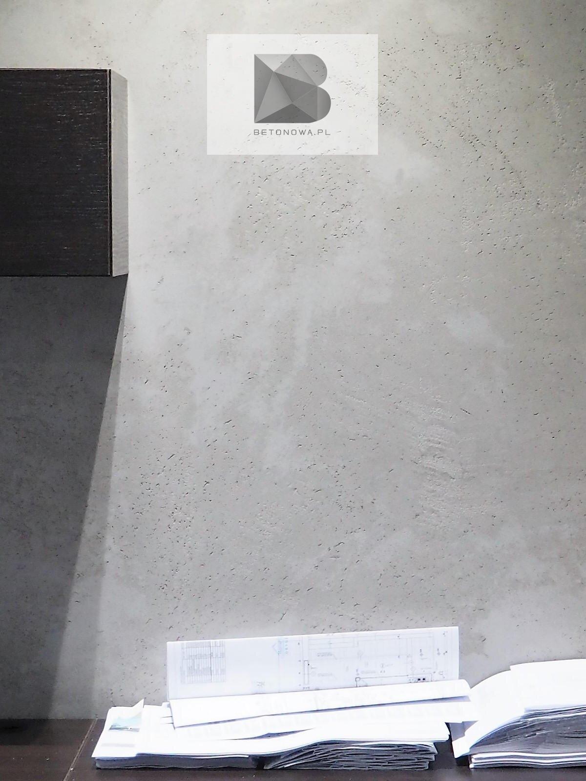 Tynk Betonowy Na Scianie W Biurze1