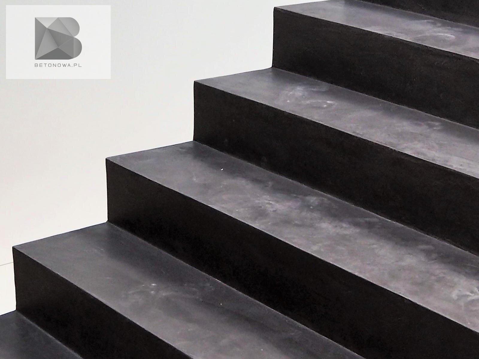 Schody Betonowe Dekoracyjne Mikrocement Czarne Wnetrza1