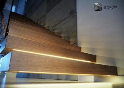 Schody Beton Architektoniczny Drewno Szklo Balustrada1
